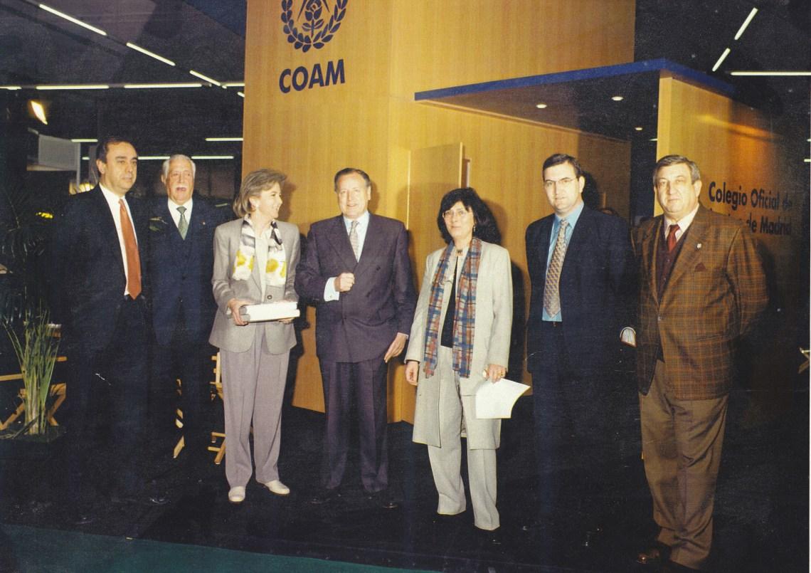 Luis Jurado en stand del COAM 1