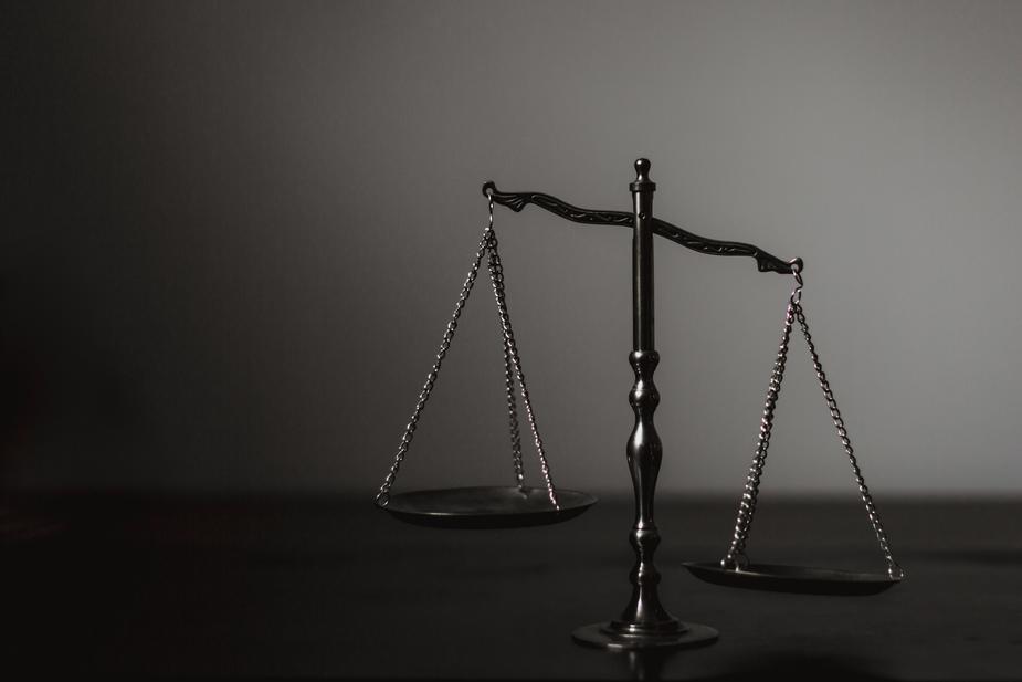 Banco é condenado a indenizar cliente por inscrição indevida no Serasa