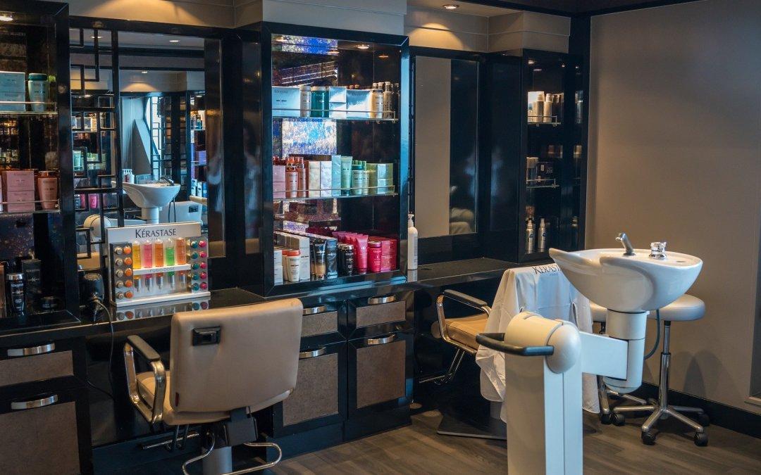 Consumidora será indenizada por perder cabelo ao usar produto para alisamento