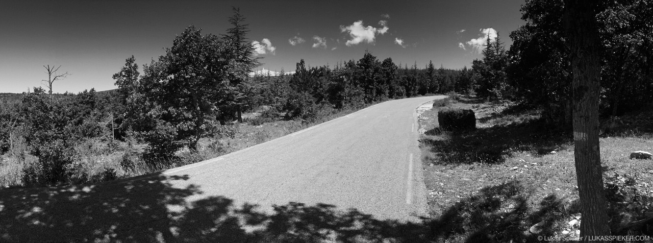 Mont Ventoux (1912 m) appears far away on the road from Bédoin. The classic climb from Bedoin is 21.3 kilometers long with an elevation gain of 1551 meters. The fastest climb was done by Iban Mayo during the 2004 Dauphiné Libéré in 55 minutes and 51 seconds.