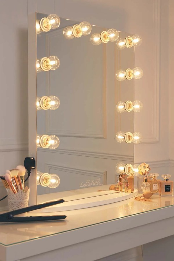 Hollywood Vanity Mirror with Lights