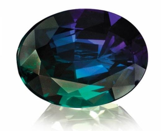 Alexandritul - piatra ce isi schimba culoarea