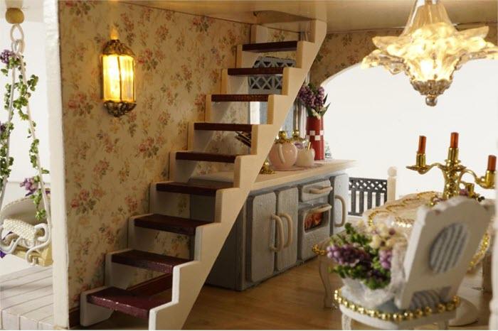vedere din bucatarie impreuna cu casa scarii care merge la etaj