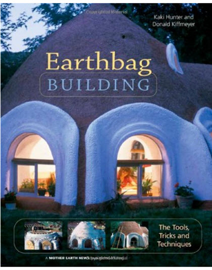 Cartea autorilor Kaki Hunter si Earthbag Building