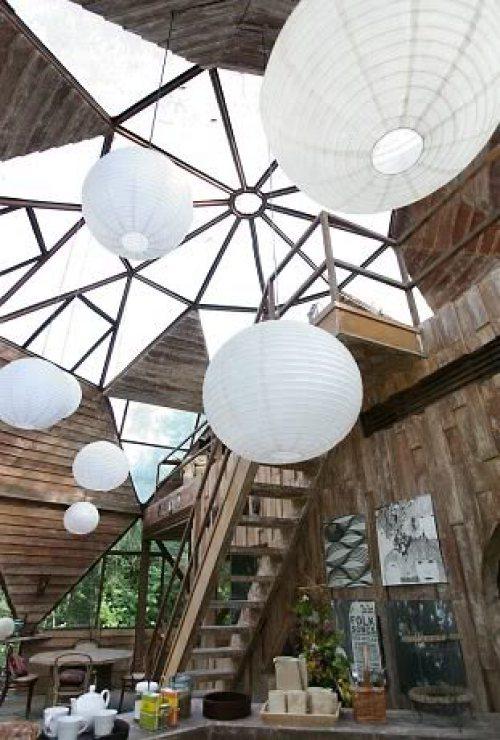 Casa dom cu loft si sistem de iluminare cu lampioane