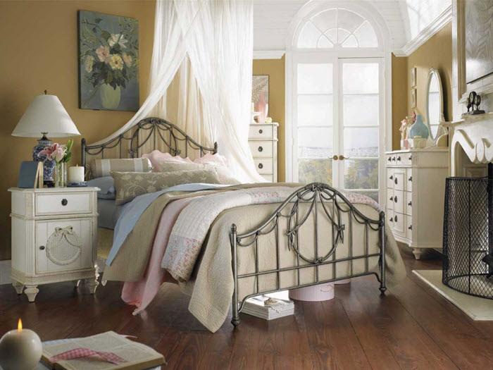 dormitor vintage cu pat metalic
