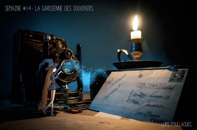 Illustration poétique de la gardienne des souvenir. Une fée gardant les souvenirs à la lueur de la bougie. © Lumi Poullaouec
