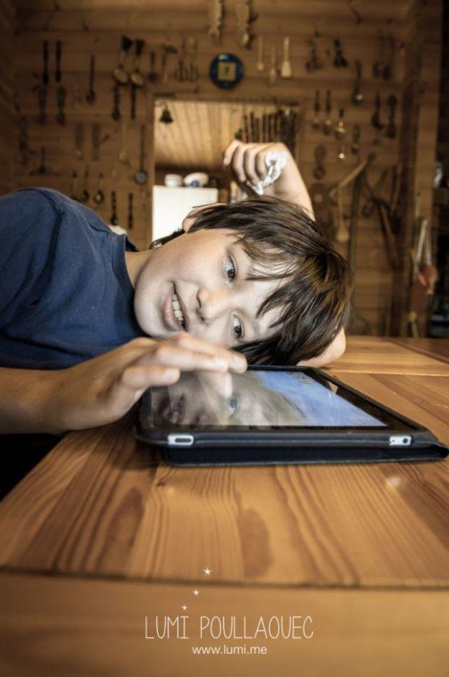 Tomi, Mon neveu autiste - enfant - Photographie - reportage - ipad - autism