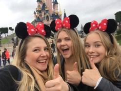 Selfie : Moi, Noora & Katja :)