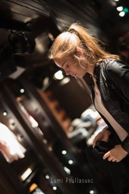 Jeune fille faisant du shopping. © Lumi Poullaouec