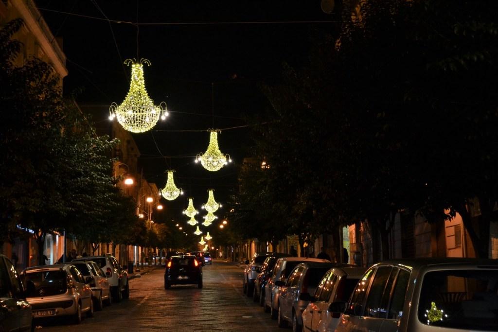 (Foto 15 -02 b) Corso con Lampadari P. bianco oro 1.80mx1