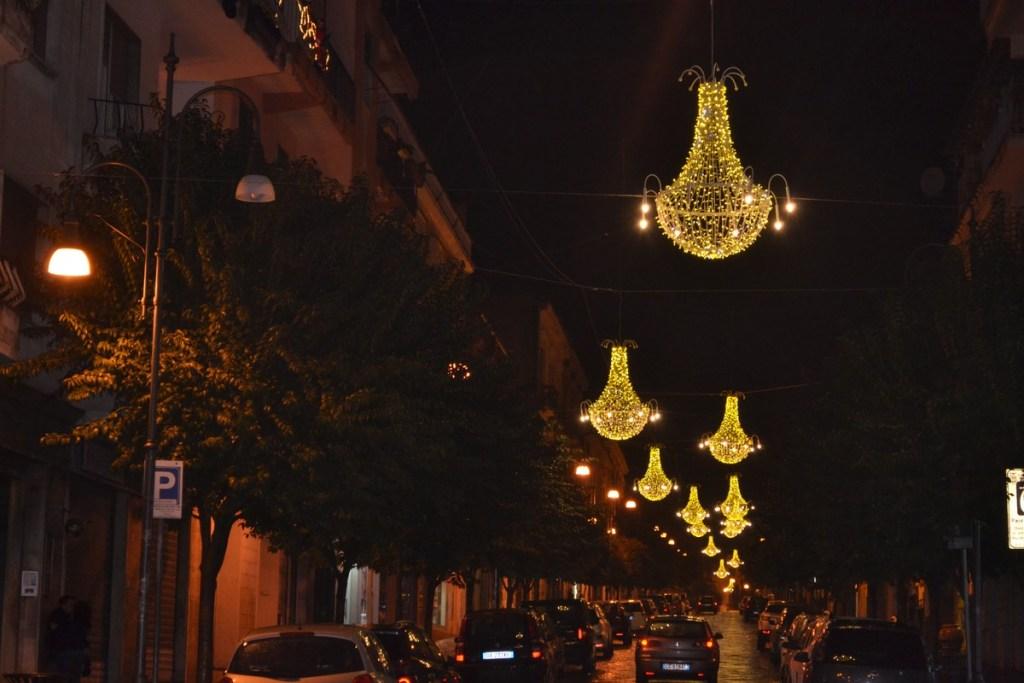 (Foto 15 -02 c) Corso con Lampadari P. bianco oro 1.80mx1