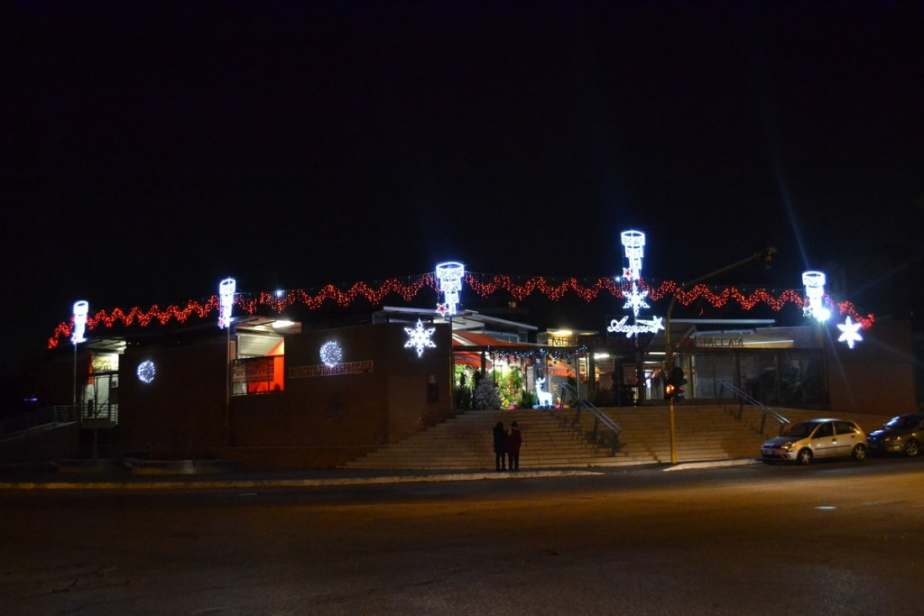 (Foto 15- 31) Frontale effetto a onda rosso con lampadari
