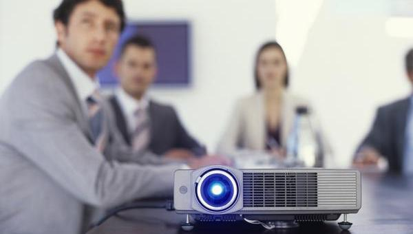 4 Essential Things to Look for in Office Projectors
