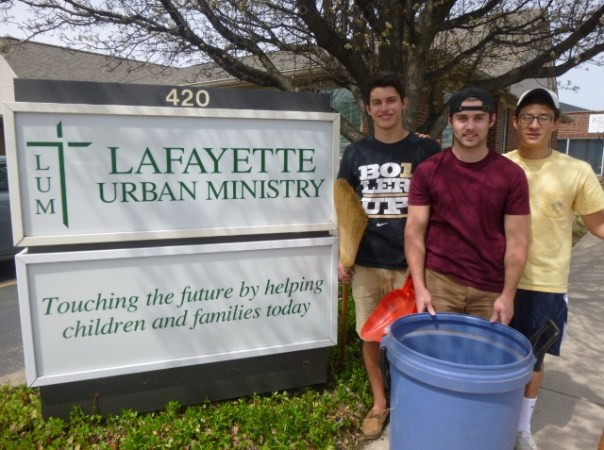 2015-04-12 SigmaChi - Clean up 001 (640x477)
