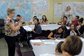 2015-08-25 Citizenship Classes - first class 021 (2) (1024x683)
