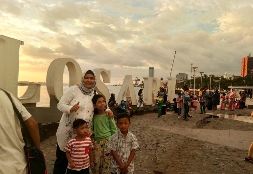 Pantai Losari Makassar dan Indahnya Sunset di Sore Hari