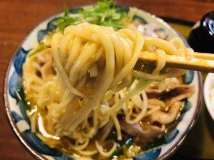 三宝亭 肉盛り味噌らーめん 麺リフト