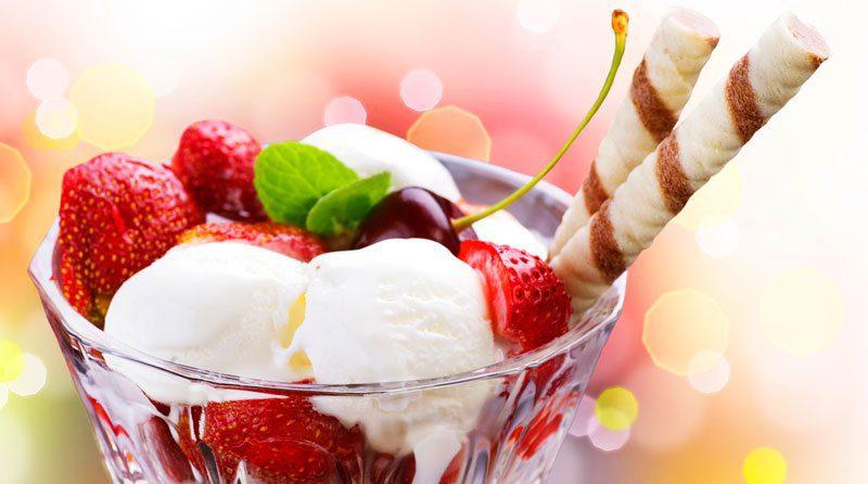כוס גלידה עם פירות
