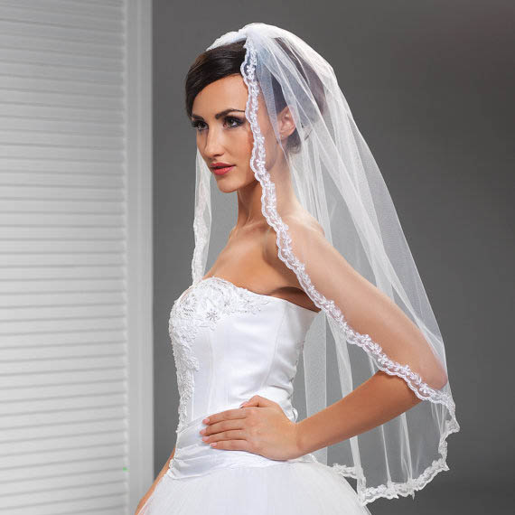 Corded Lace Edge Short Vintage Elbow Length Tulle Wedding