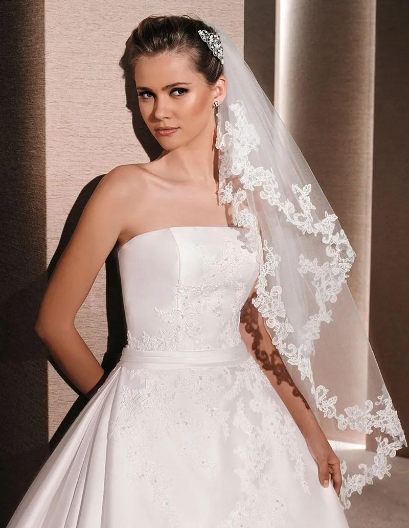 Ivory Fingertip Length Bridal Veil Single Tier Lace Edging