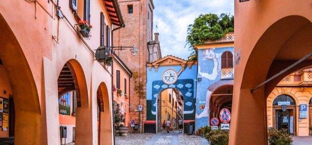 Il borgo romagnolo dall'anima artistica: cosa vedere a Dozza