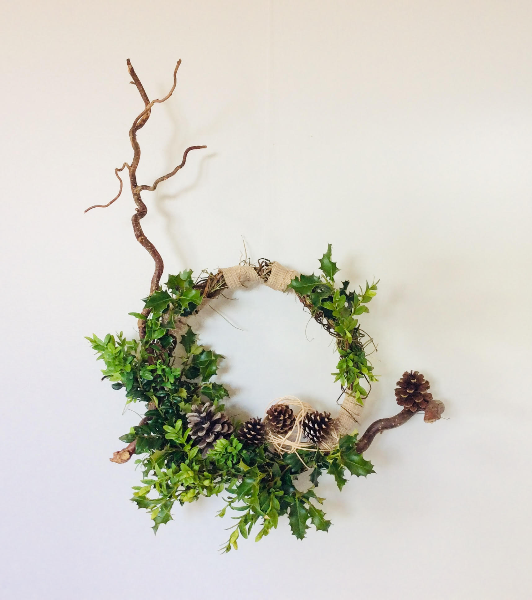 You are currently viewing Seasonal Wreaths with Curly Hazel