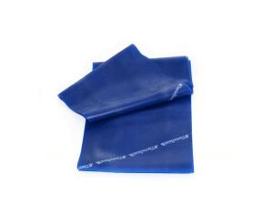 """Faixa Elástica Thera Band Azul (Extra Forte) 1m A Faixa Elástica Thera Band Azul (Extra Forte) 1m auxilia os pacientes a aumentar a flexibilidade e amplitude de movimento, melhorar movimento funcional, melhorar o equilíbrio e fortalecer músculos, minimizar a pressão nas articulações e diminuir a possibilidade de ocorrência de lesões. Os pacientes podem aumentar a resistência e o grau de desafio seguindo a sequência de cores da faixa elástica Thera-Band, que oferece até oito níveis – do menor ao maior nível de dificuldade: Bronze, Amarelo, Vermelho, Verde, Azul, Preto, Prata e Ouro. As faixas elásticas de resistência não são iguais e a Thera-Band® é a líder do mercado. Se não estiver escrito """"Thera Band"""" é uma imitação. Ela é a faixa mais resistente e por isto, a que menos arrebenta. Marca: TheraBand Fabricante: The Hygenic Corporation"""