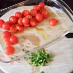 mit Wasser, Oel, Essig und Gewürzen in den Ofen