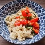Ofentomaten mit Nudeln – Schnelles Essen