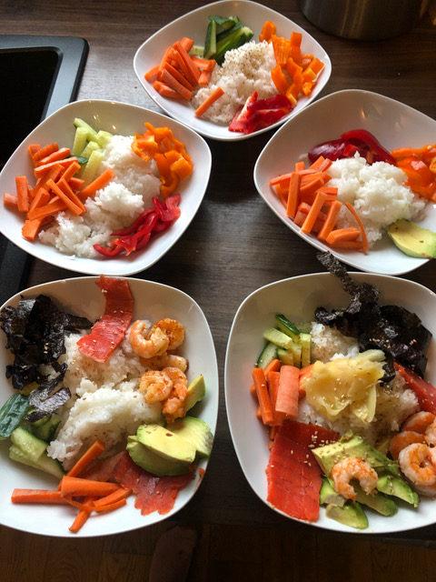 es ist angerichtet - Sushibowl- schnelles Essen