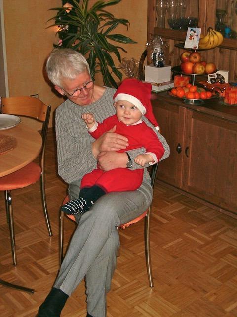 Oma mit Enkel 2004