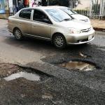 """Baches se """"adueñan"""" de calles céntricas"""