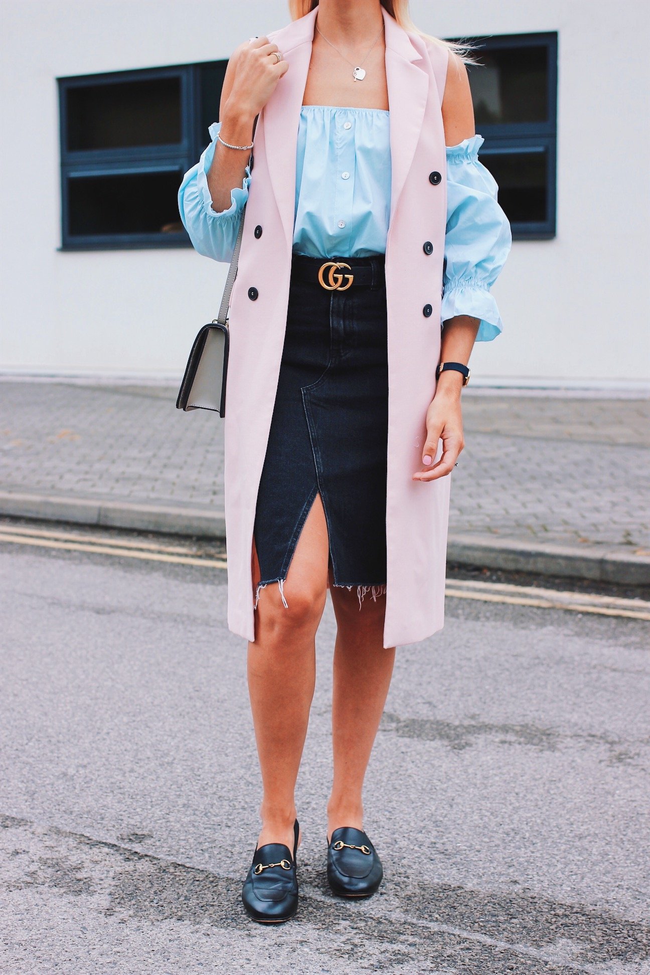 b88c6c8b6f25 How to style a denim midi skirt outfit inspiration ...