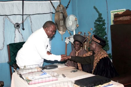President Rupiah Banda being welcomed by Paramount Chief Chimukulu when he paid a courtesy call him on Wednesday.