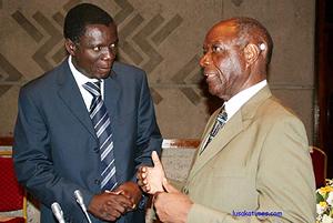 Vernon Mwaanga (r) talks to mines minister Maxwell Mwale