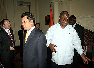 President Rupiah Banda ushers Chinese investors who were led by Chinese Ambassador to Zambia Li Quiangmin into State House for a meeting
