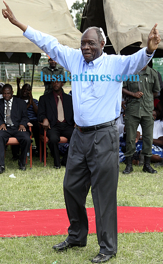 Veteran politician Vernon Mwaanga waves MMD party slogans during a campaign rally in Luanshya in 2008 elections
