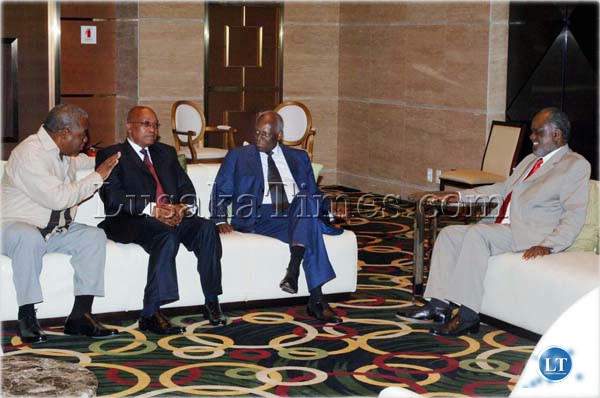 President Rupiah Banda talks to President Jacob Zuma of South Africa, President Jose Eduardo dos Santos of Angola and President Ipukefinye Pohamba of Namibia at Teratona Hotel in Luanda