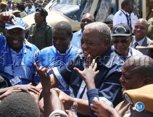 President Rupiah Banda is welcomed by Kapiri Mposhi residents