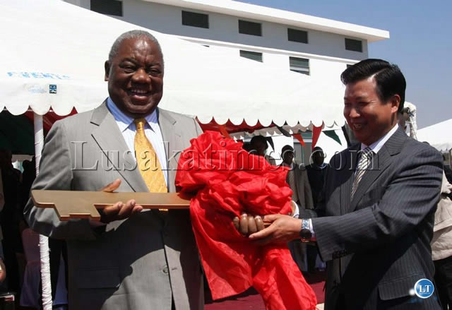 Chinese Ambassador to Zambia Zhou Wusiao hands over the giant Key to President Banda