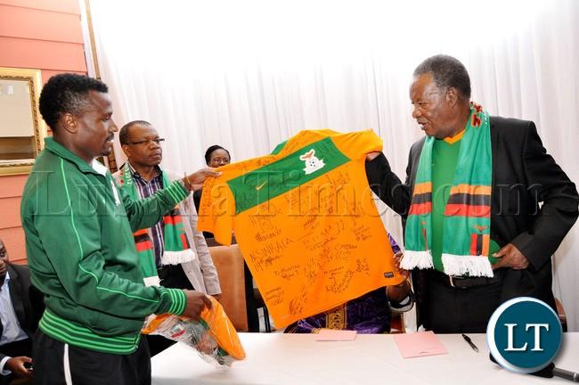 captain Chris Katongo presenting a Jersey to President Sata