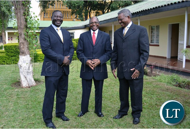 Zambia Railways Board of Directors Chairperson Mark Chona (centre) shares a light moment with Deputy Board of Directors Chairperson Professor Oliva Saasa (left) and Zambia Railways Managing Director Professor Clive Chirwa