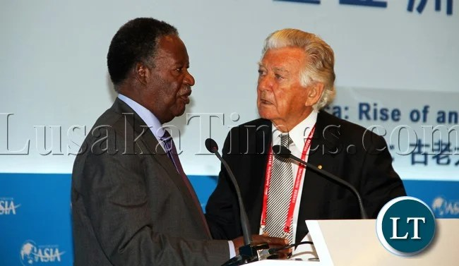 President Micheal Sata chats with Former PM of Australia Mr Bob Hawke at the Africa;Rise of an Ancient Continent Business at BOAO Forum for Asia annual conference in Sanya Hainan Province , China picture by Eddie Mwanaleza/Statehouse 07-04-2013.