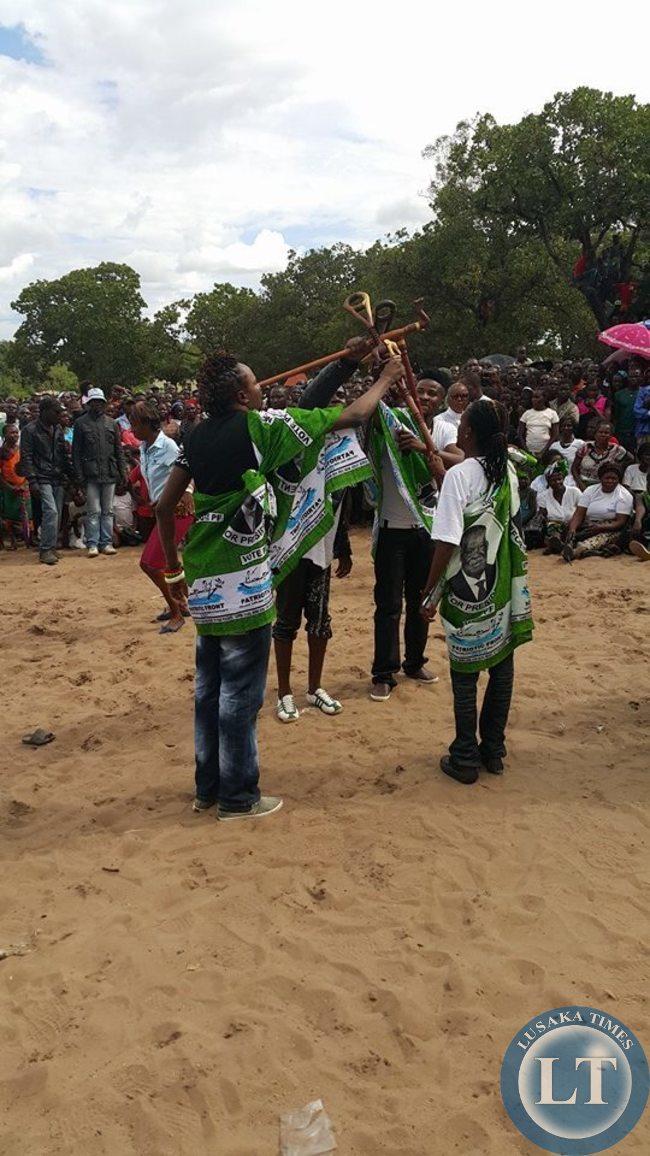 Mimbulu Family entertaining the crowd