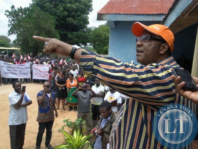 File:GBM addressing his supporters