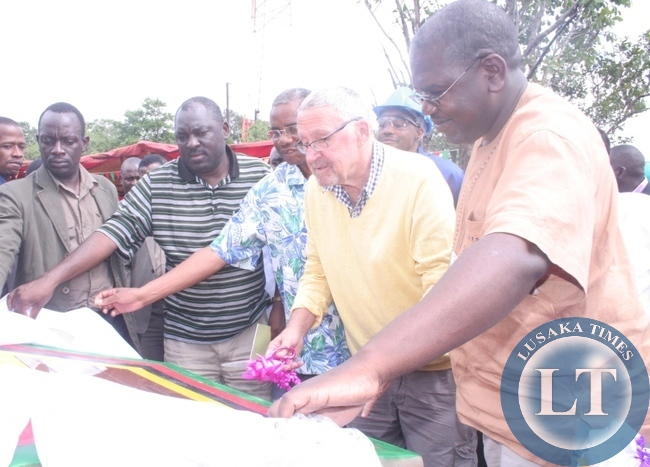 Acting President Guy Scott with local government minister Emmanuel Chenda and PF secretary general Davies Chama (l) and Health deputy minister Dr Chitalu Chilufya (r ) during a ground breaking ceremony for the construction of Ikelenge district hospital in Ikelenge on Friday