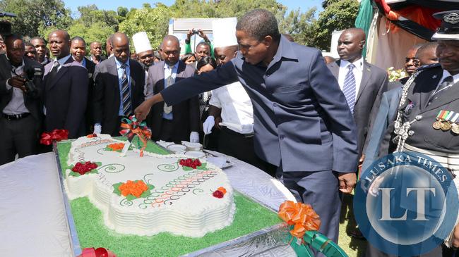 President Lungu Cuts Cake at Freedom day