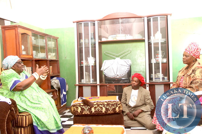First Lady Esther Lungu confers with Chieftainess Mbwanjikana when she paid a courtesy call on her at Libonda Palace in Kalabo on Wednesday, August 19,2015 -Picture by THOMAS NSAMA