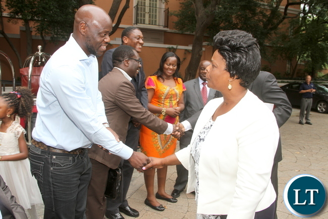 First Lady Esther Lungu greets Chairman of the Zambians living in Dallas-Texas Peter Chitila (l) on arrival in Dallas-Texas for the Global Women's network summit organized by the George W. Bush Institute on Sunday, September 20,2015 -Picture by THOMAS NSAMA